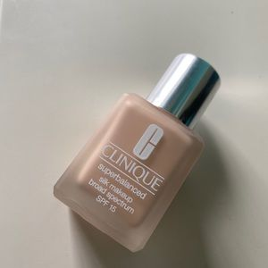 Clinique super silk foundation❤️